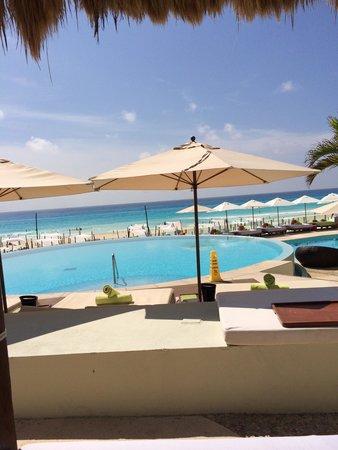 ME Cancun: Adult pool
