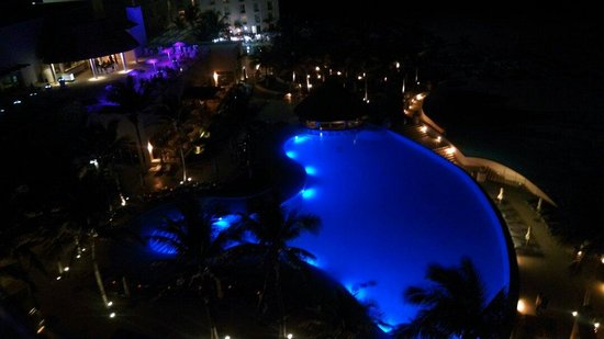 Le Blanc Spa Resort: Night view