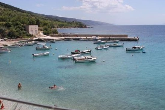 Guest House Plava Laguna Hvar : within a block - the harbour