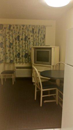Flamingo Motel : Living/dining room