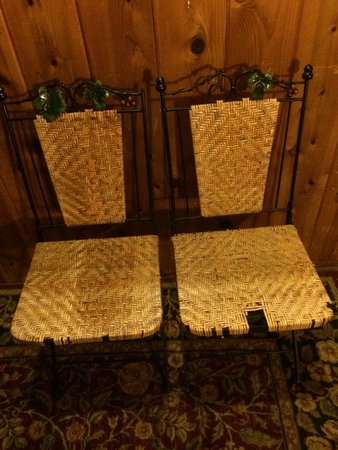 Cinnamon Bear Inn: two sorry chairs