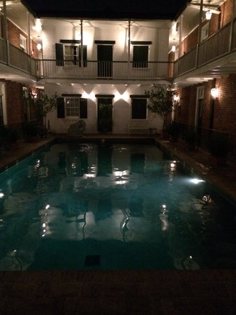 Hotel Provincial: Pool at night