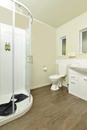 Aldan Lodge Motel: Bathroom