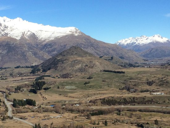 Arrowtown Village: View from Tobins trail