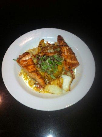 La Vista Latin Grill & Bar: Seabass & Salmon Special