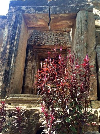 Seng Hout Hotel: Small but beautiful Temples