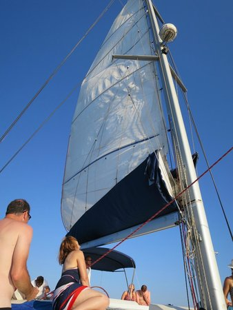 Sunset Oia Sailing Cruises: エーゲ海の風