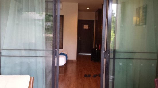 Crown Lanta Resort & Spa: Turn around and that's my room with the pool just behind me