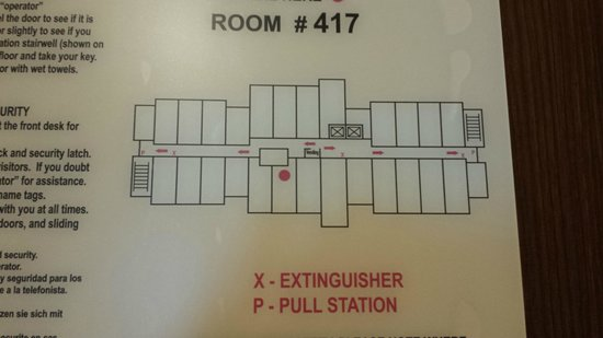 Fairfield Inn & Suites Sioux Falls Airport: Ice & elevators just to the right. Wide bright hallway.
