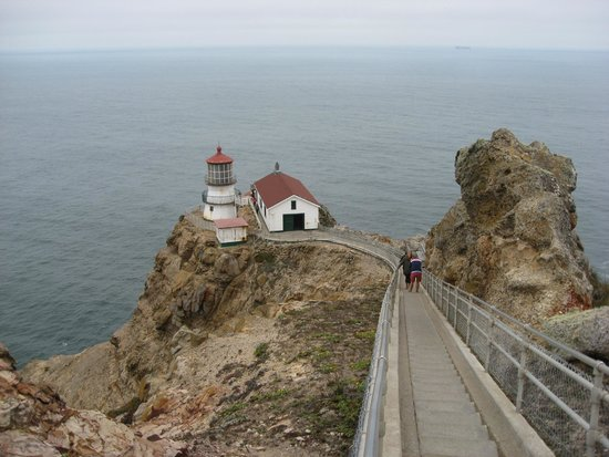 Point Reyes Lighthouse: Approaching the lighthouse