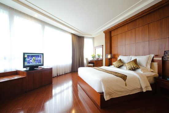 Nhat Ha 3 Hotel: Size : 35m2 Beds : Double - King size View     : Cao Ba Quat (City view) & Thi Sach Str.