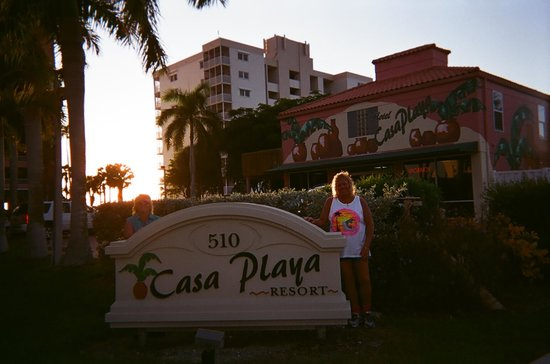 Casa Playa Resort: The Front Yard area