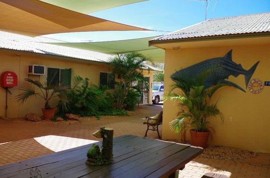 Ningaloo Lodge: Communal area 1