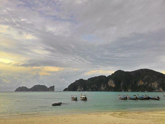 Phi Phi Islands: pantai yang cantik