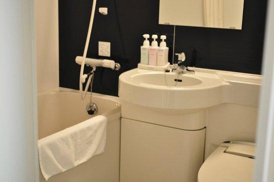 Hotel New Tanda: バスルーム