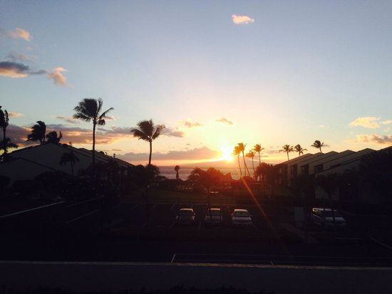 Hale Kamaole: Sunset from the upper pool
