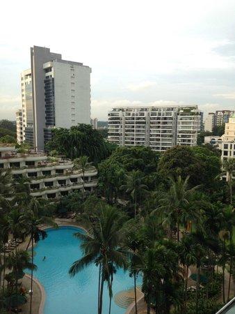 Shangri-La Hotel, Singapore : vue sur la piscine