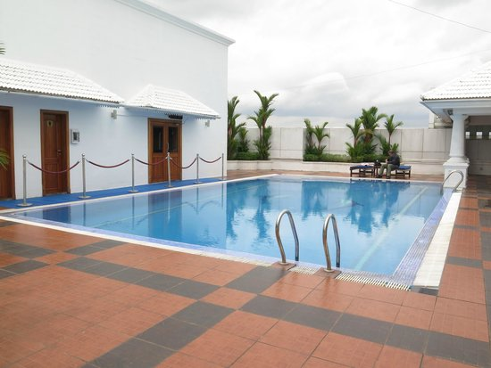 Radisson Blu Kochi: Pool on rooftop