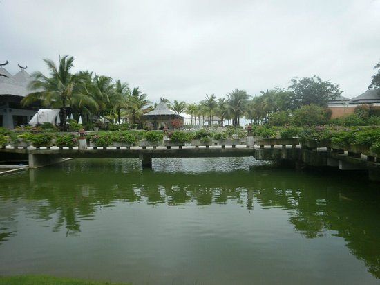 Beyond Resort Khaolak: Walkway to Breakfast Restaurant