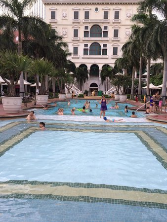 The Venetian Macao Resort Hotel: Venetian Pool area