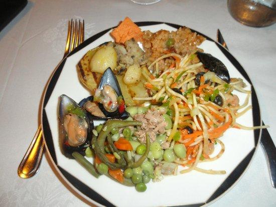 El Jou Vell Bufet Restaurant : Surtido de comida