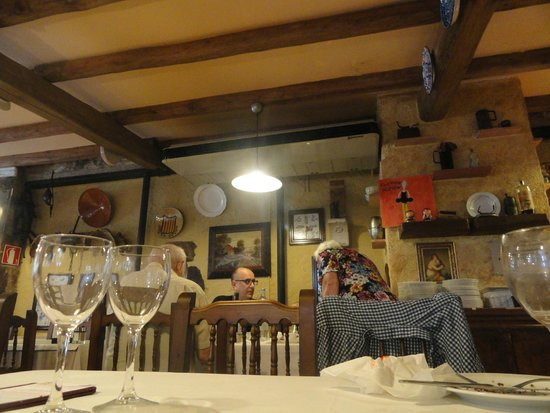 El Jou Vell Bufet Restaurant : Detalle de un salón