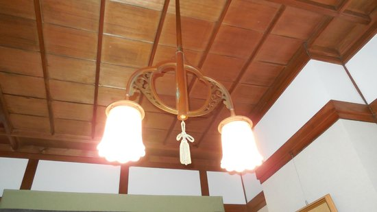 Nara Hotel : 部屋の古色蒼然とした照明。良い!!