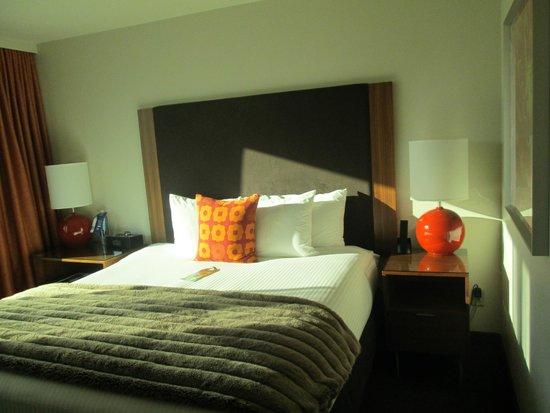 Hotel Modera: 5th floor room bed