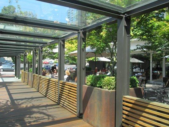 Hotel Modera: Outside lounge/patio