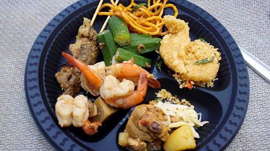 Village Residence Clarke Quay by Far East Hospitality : Yummy food from Malaysian Cuisine Night