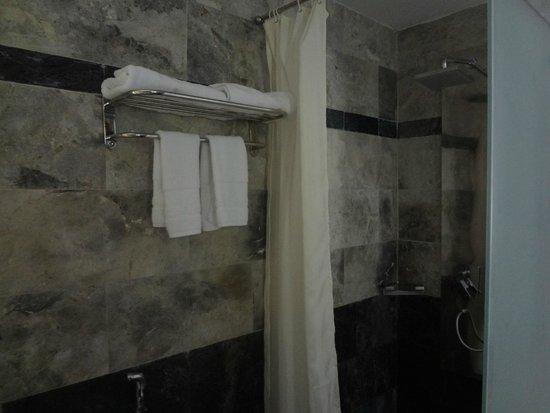 Green Heaven Resort & Spa: Bathroom