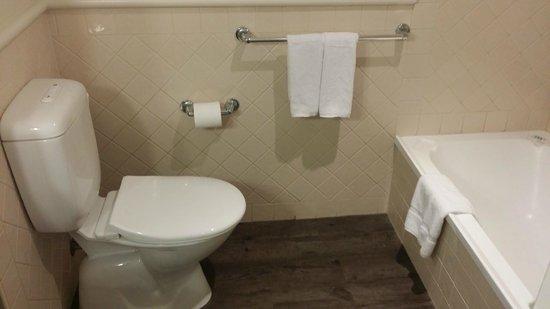Mercure Gold Coast Resort: Toilet