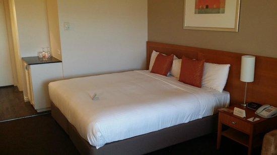 Mercure Gold Coast Resort: King bed