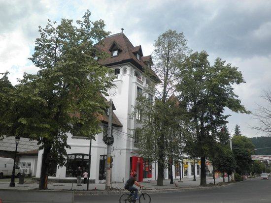 Hotel Rina Cerbul: building