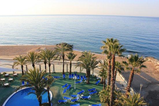 Hotel Caprici: пляж отеля