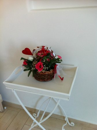 Evgenia Villas & Suites: Sweetly decorated for us as a newly engaged couple