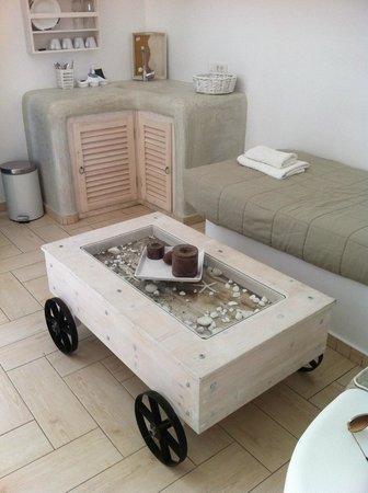 Evgenia Villas & Suites: Little kitchen