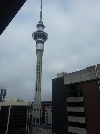 Barclay Suites Auckland : Sky Tower from out apartment