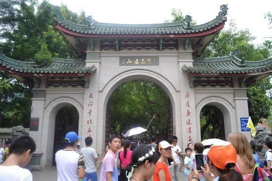 Nanputuo Temple: у входа в храм