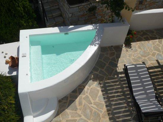 Aeolos Sunny Villas: Outdoor Jacuzzi - Villa Thalia