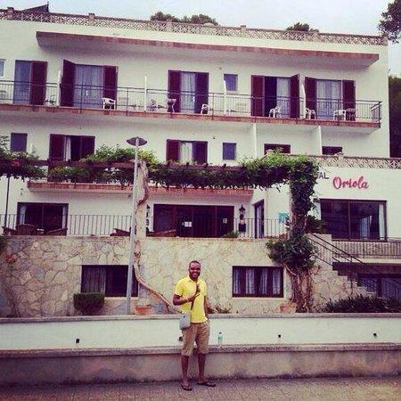 Hostal Oriola: Devant l'hôtel