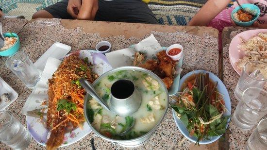 Huay Tung Tao Lake: 餐點