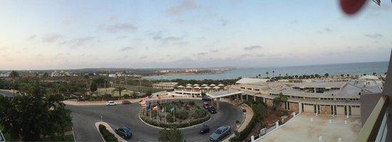 Asterias Beach Hotel: Вид из номера на вход в отель и море