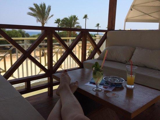 Asterias Beach Hotel : Беседки для релакс и кальяна )