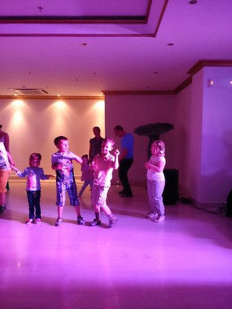 Mitsis Laguna Exclusive Resort & Spa: Детская анимация вечером