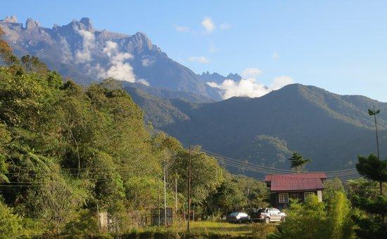 Mile 36 Lodge: Chin Cottage with Mt Kinabalu