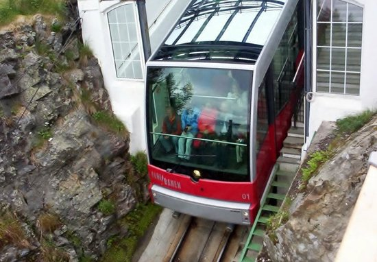 Mount Floyen and the Funicular (Floibanen): Scrum for the front row!!! 24/06/07