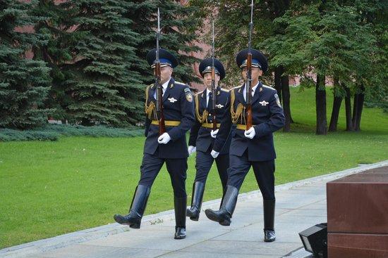 Moskauer Kreml: смена караула