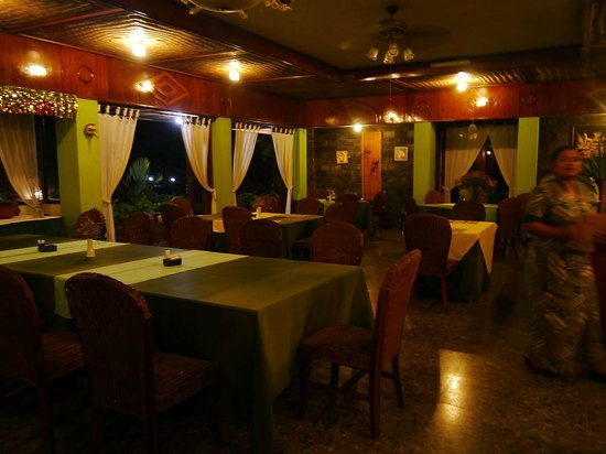 Poeri Devata Resort Hotel : restaurant