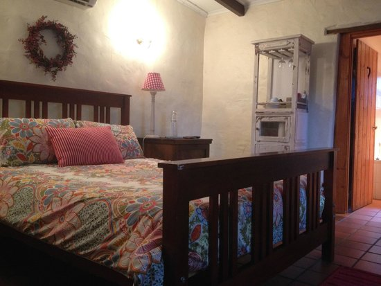 Mellers of Auburn Cafe and Accommodation : Great bed… nicely decorated